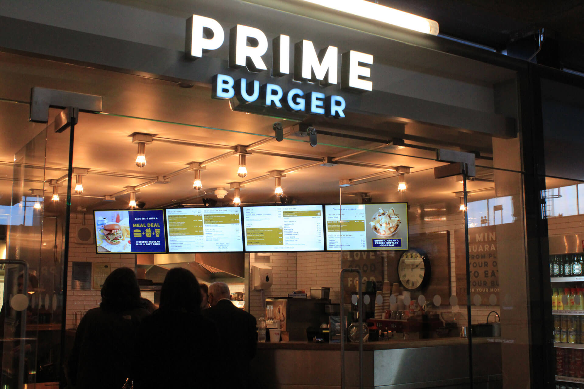 eclipse digital media digital signage solutions restaurant prime burger euston station menuboards