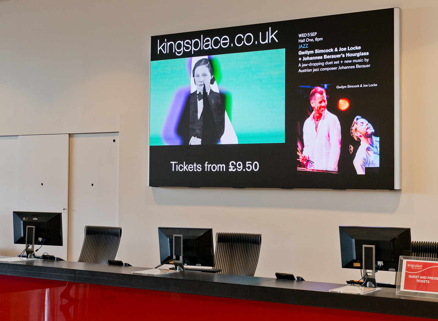 eclipse-digital-media-digital-signage-av-solutions-apetito-customer-visitor-centre-case-study-customer-waiting-area-1aeclipse digital media - digital signage and av solutions - apetito customer visitor centre - reception and customer waiting area