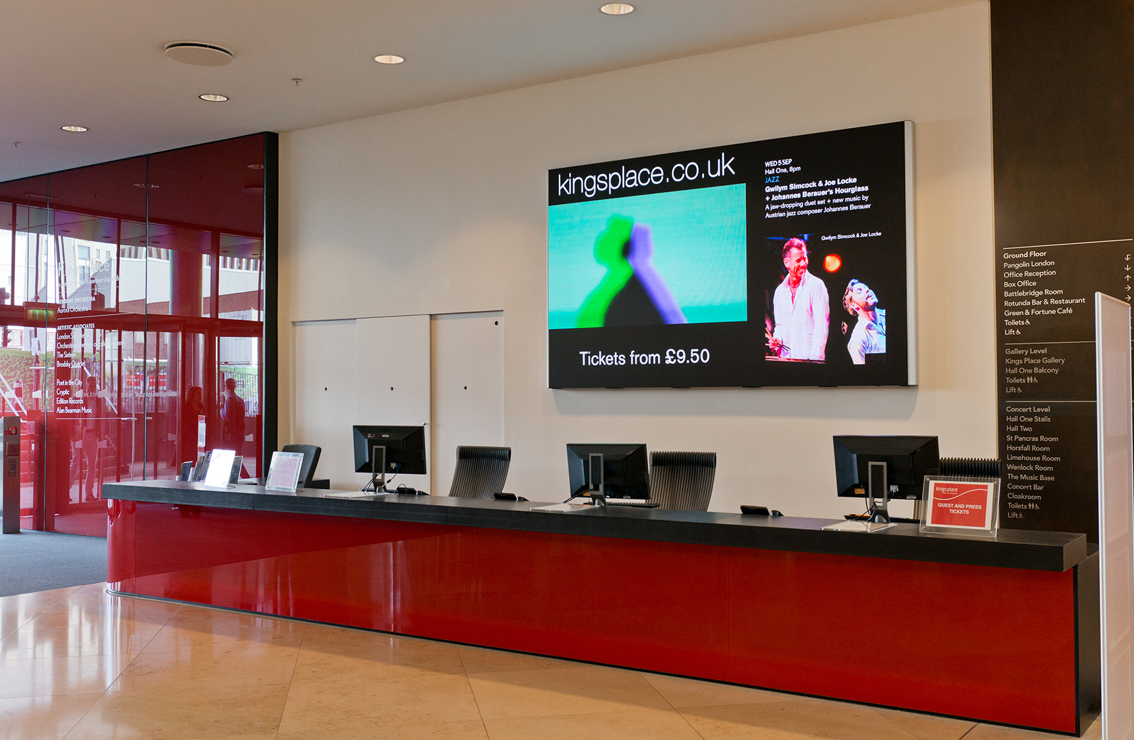 eclipse-digital-media-digital-signage-av-solutions-apetito-customer-visitor-centre-case-study-customer-waiting-area-1aeclipse digital media - digital signage and av solutions - apetito customer visitor centre - waiting area